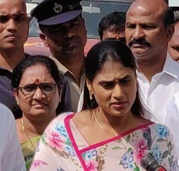 Sharmila complains to police on Pawan fans